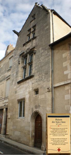 Photo du Monument Historique Maison du 15e siècle dite Maison des Trois Clous ou de Charles VII situé à Poitiers