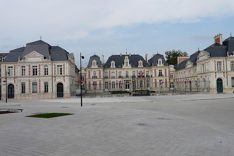 Photo du Monument Historique Préfecture situé à Poitiers