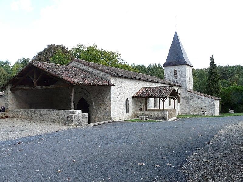 Photo du Monument Historique Eglise situé à Quinçay