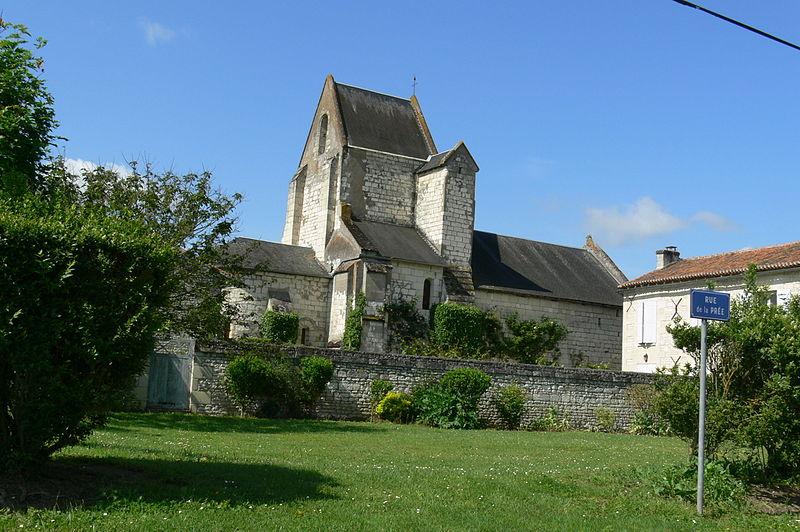 Photo du Monument Historique Eglise Saint-Pierre du Bouchet situé à Roche-Rigault (La)
