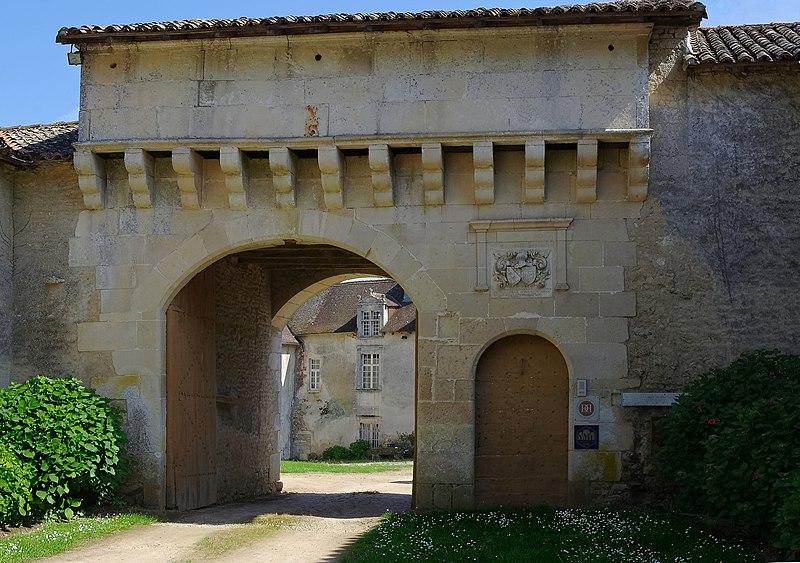 Photo du Monument Historique Château de Léray situé à Saint-Pierre-d'Exideuil