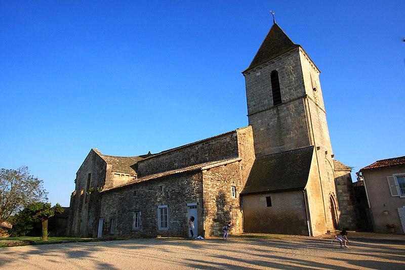 Photo du Monument Historique Eglise Saint-Sylvain situé à Saint-Sauvant