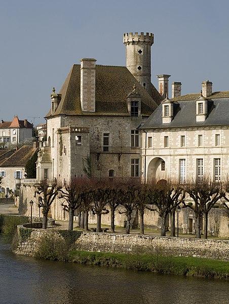Photo du Monument Historique Ancienne abbaye situé à Saint-Savin