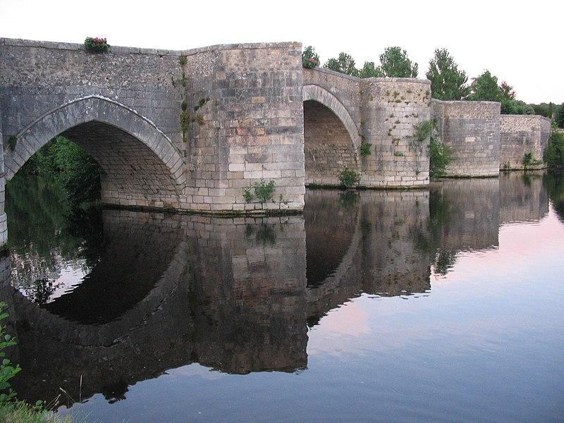 Photo du Monument Historique Pont situé à Saint-Savin