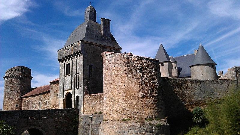 Photo du Monument Historique Château de Marconnay situé à Sanxay