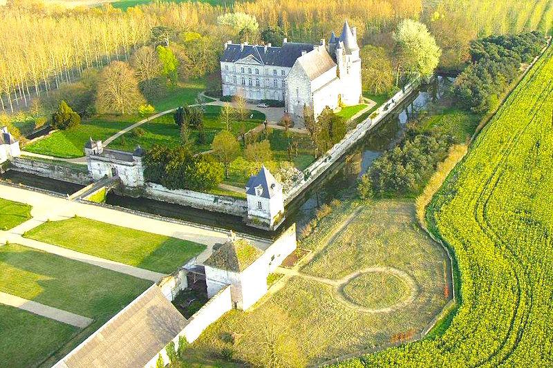 Photo du Monument Historique Château de Clairvaux situé à Scorbé-Clairvaux