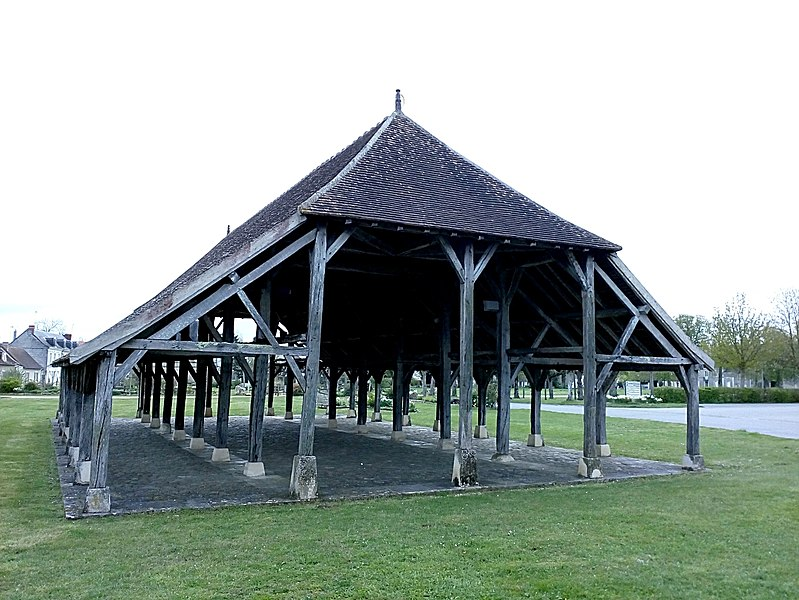Photo du Monument Historique Halles situé à Scorbé-Clairvaux
