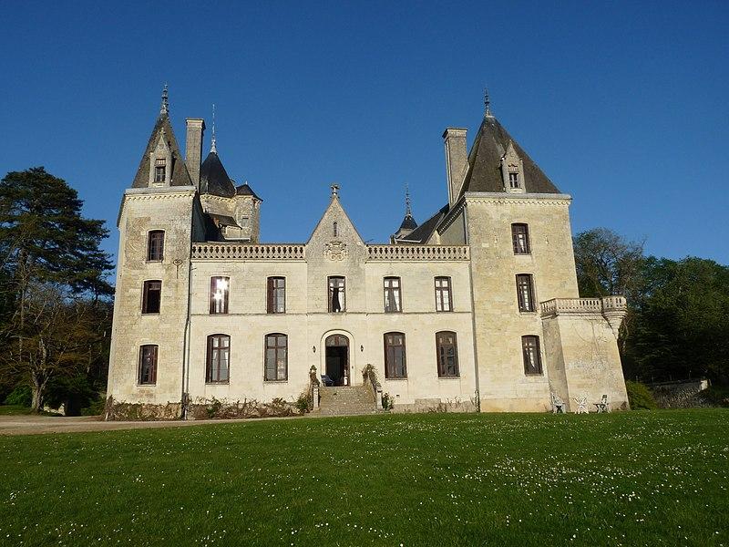Photo du Monument Historique Château de Ternay situé à Ternay