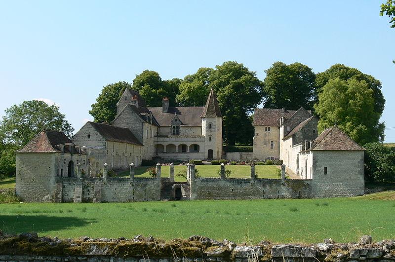 Photo du Monument Historique Château de la Massardière situé à Thuré