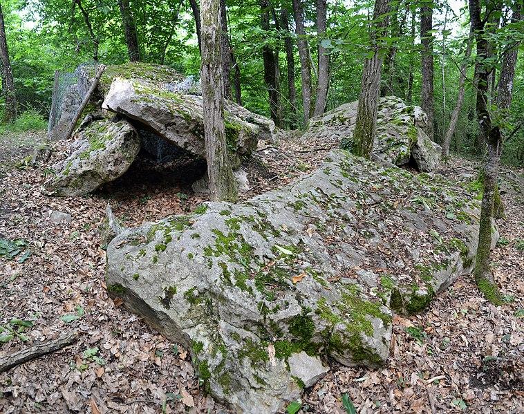 Photo du Monument Historique Dolmen situé à Les Trois-Moutiers