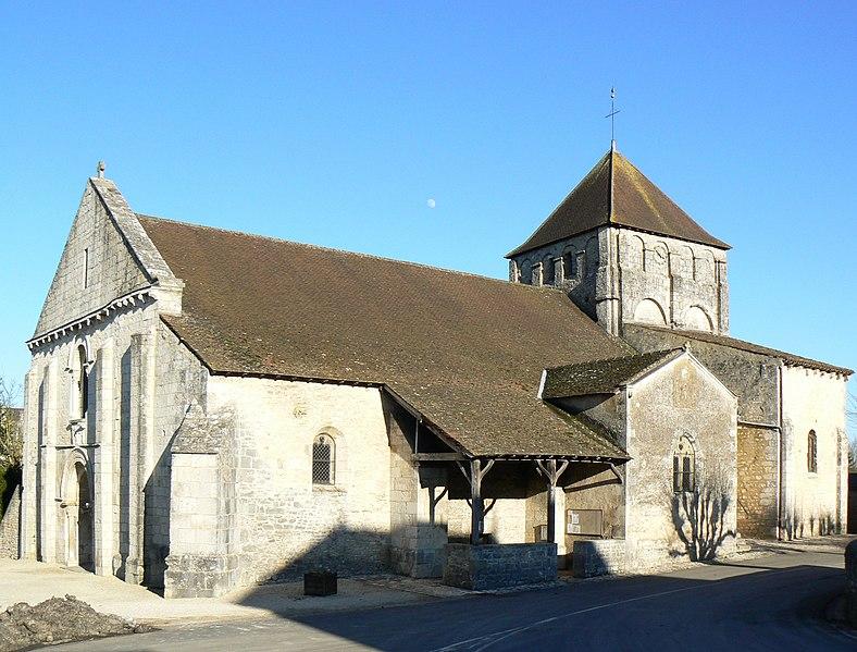 Photo du Monument Historique Eglise Saint-Pierre-et-Saint-Paul situé à Usson-du-Poitou