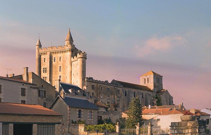 Photo du Monument Historique Château de Morthemer situé à Valdivienne