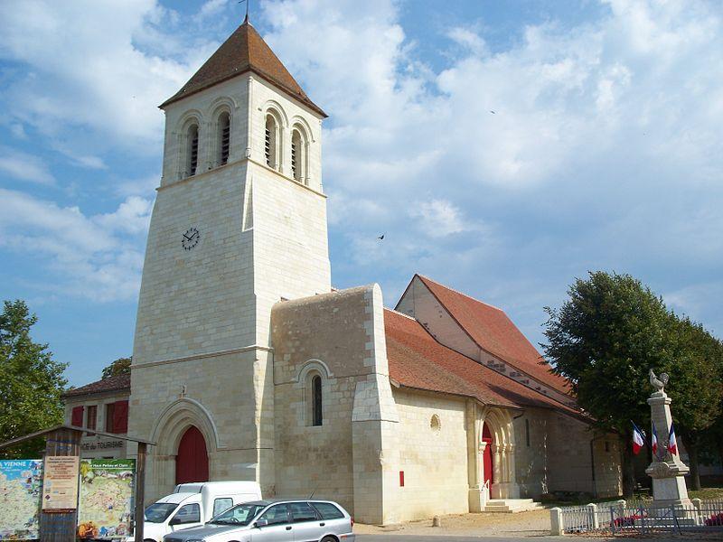 Photo du Monument Historique Eglise Saint-Aventin situé à Vendeuvre-du-Poitou
