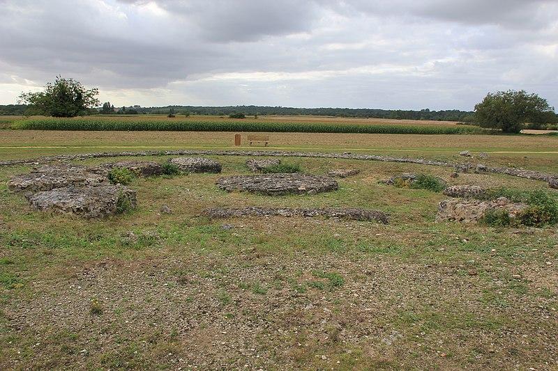 Photo du Monument Historique Site antique des Tours Mirandes situé à Vendeuvre-du-Poitou
