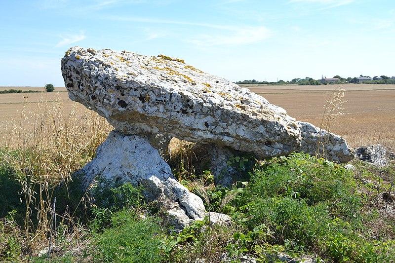 2008: le /07 à 23h30 - Ovni en forme de disque -  Ovnis à VILLIERS - Vienne (dép.86) Pa00105776-dolmen-dit-pierre-levee-massigny