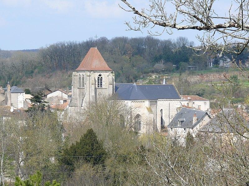 Photo du Monument Historique Eglise Saint-Georges situé à Vivonne