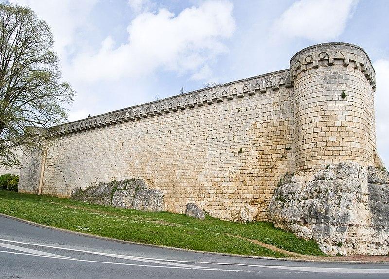 Photo du Monument Historique Enceinte situé à Poitiers