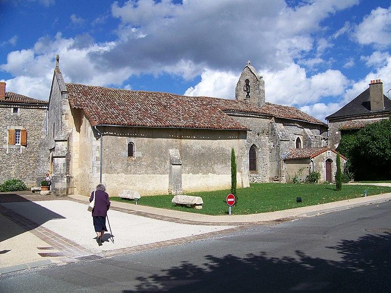 Photo du Monument Historique Eglise Saint-Martin situé à Champniers