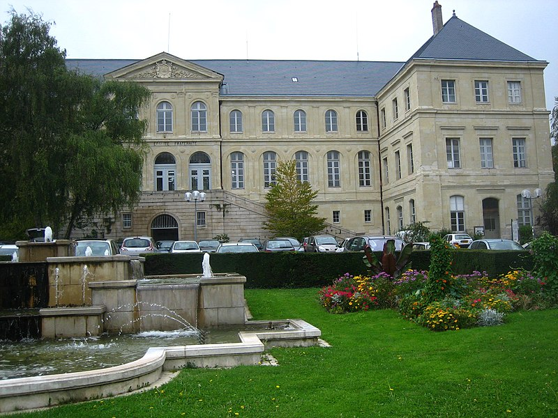 Photo du Monument Historique Hôtel de ville situé à Loudun