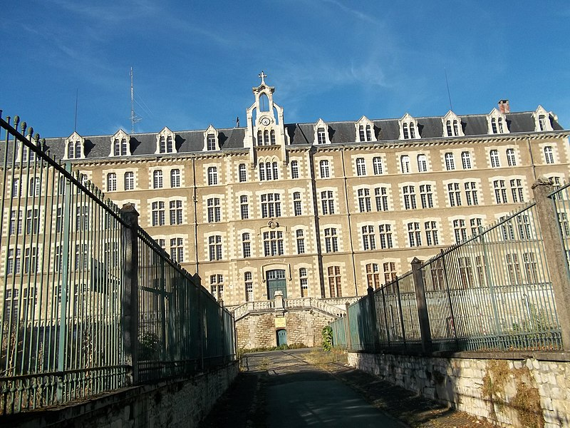Photo du Monument Historique Lycée privé des Feuillants situé à Poitiers