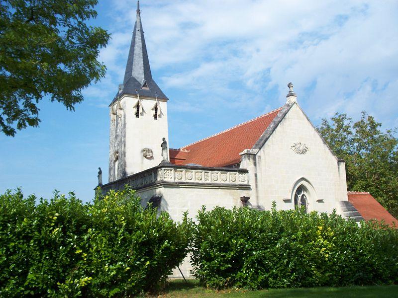 Photo du Monument Historique Chapelle funéraire de la Madeleine situé à Beaumont