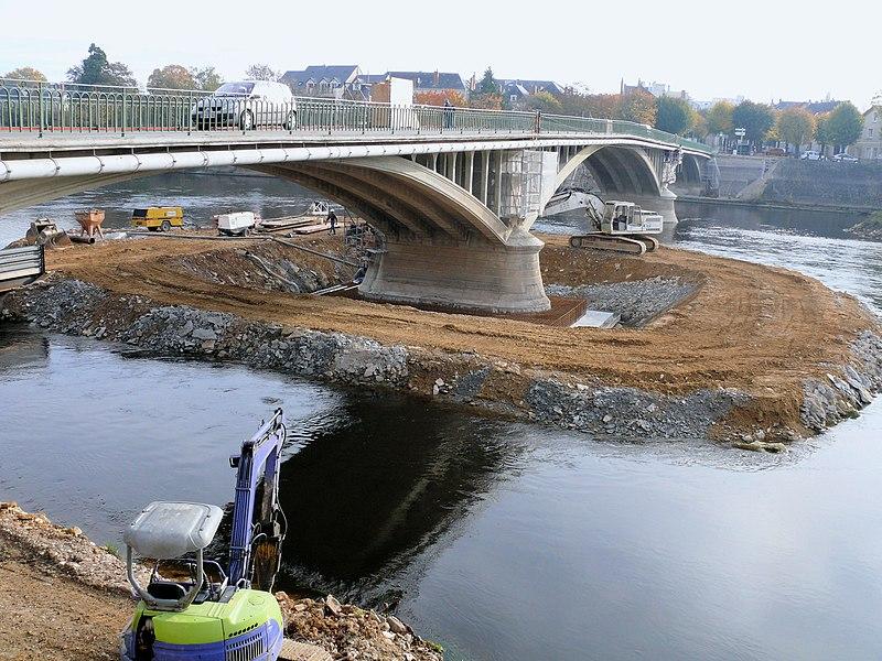 Photo du Monument Historique Pont Camille-de-Hogues situé à Châtellerault