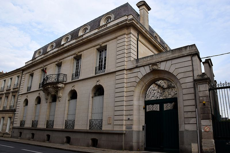 Photo du Monument Historique Ancien hôtel Gilbert, actuel Tribunal administratif de Poitiers situé à Poitiers