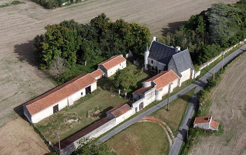 Photo du Monument Historique Manoir de Vayolles situé à Berthegon