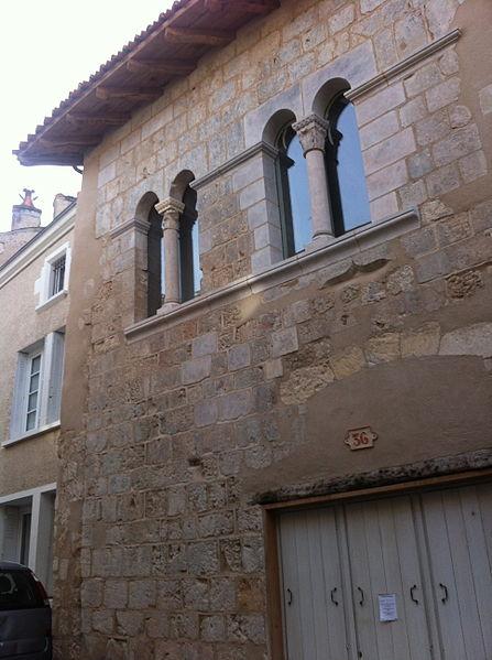 Photo du Monument Historique Maison romane situé à Poitiers