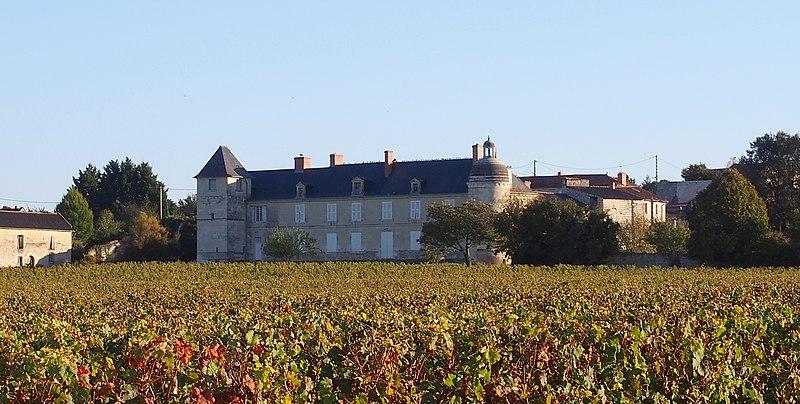 Photo du Monument Historique Logis de Rouvraye situé à Saint-Léger-de-Montbrillais