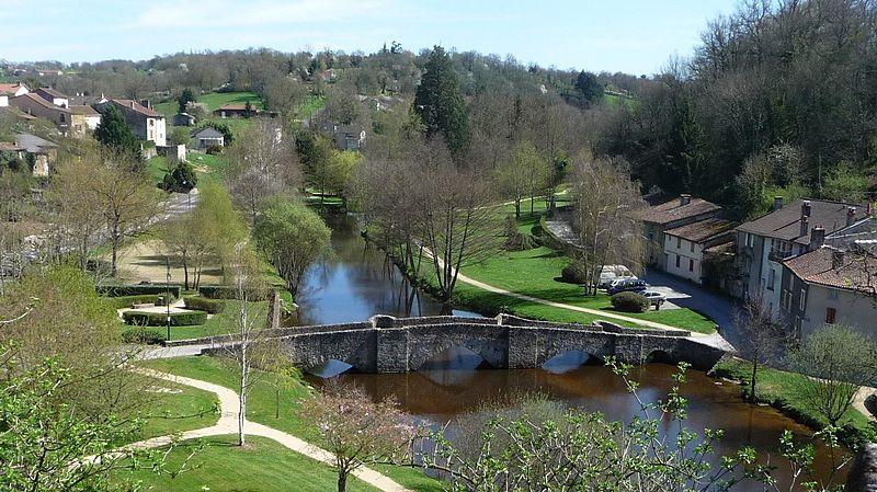 Photo du Monument Historique Vieux pont situé à Bellac