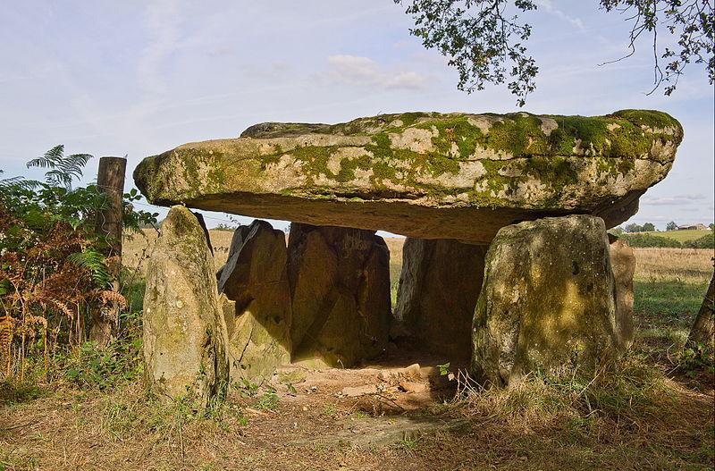 Photo du Monument Historique Dolmen n° 2 de la Betoulle situé à Berneuil