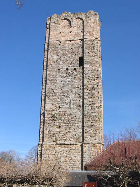 Photo du Monument Historique Ancien donjon situé à Château-Chervix