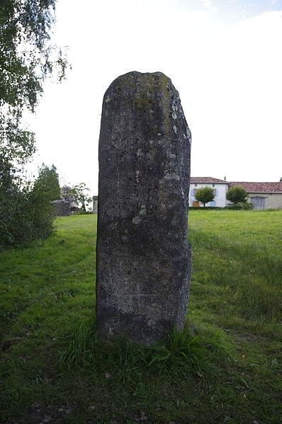 Photo du Monument Historique Menhir d'Arnac situé à Cieux