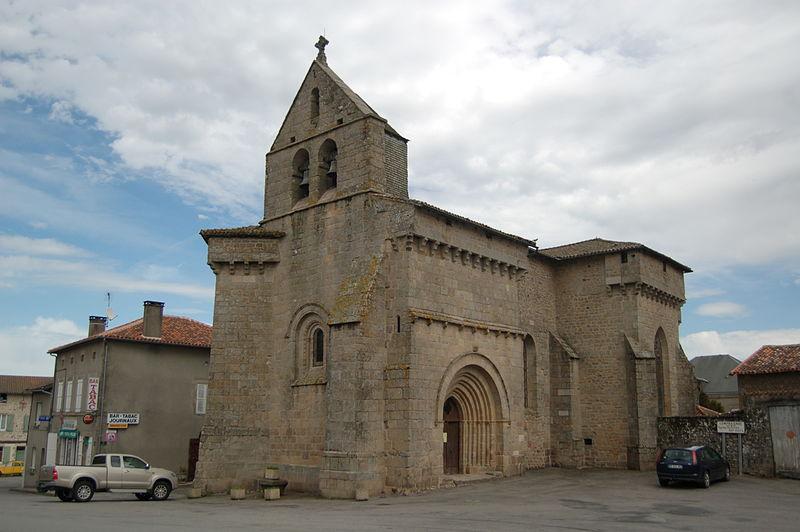 Photo du Monument Historique Eglise Saint-Martin situé à Compreignac