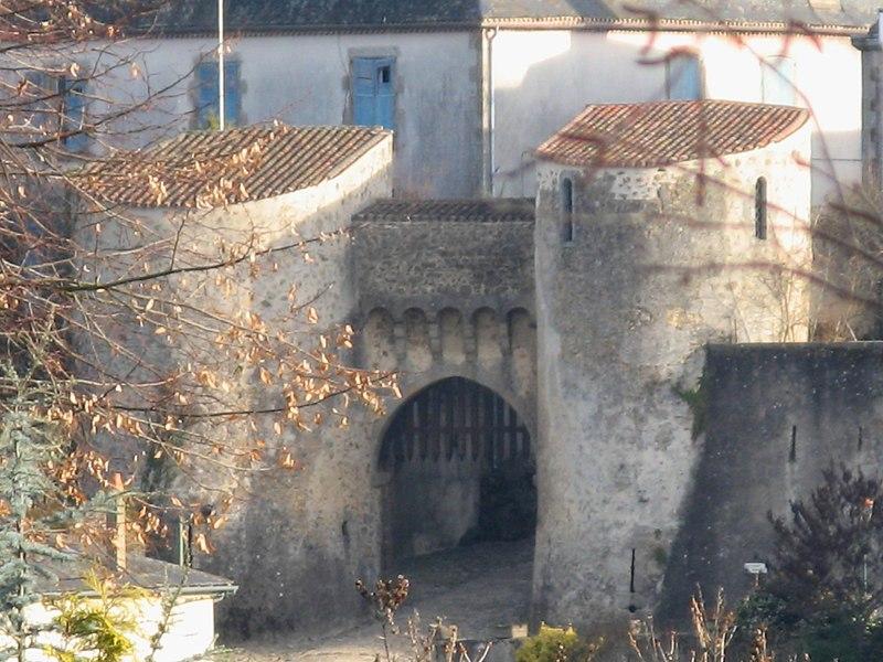 Photo du Monument Historique Porte Bergère situé à Le Dorat