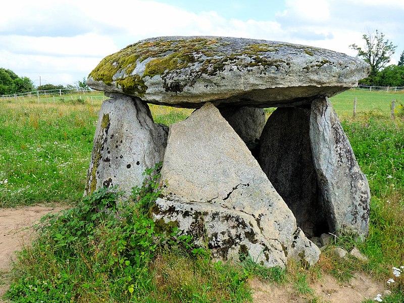 Photo du Monument Historique Dolmen du Pouyol situé à Eybouleuf
