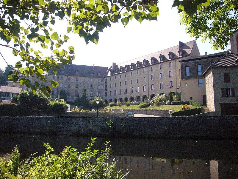 Photo du Monument Historique Ancien couvent des Ursulines ou ancien collège situé à Eymoutiers