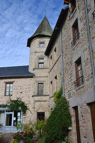Photo du Monument Historique Tour du 16e siècle, sise dans le quartier du Puy d'Ayen situé à Eymoutiers