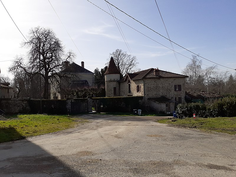 Photo du Monument Historique Château de Laugerie situé à Feytiat