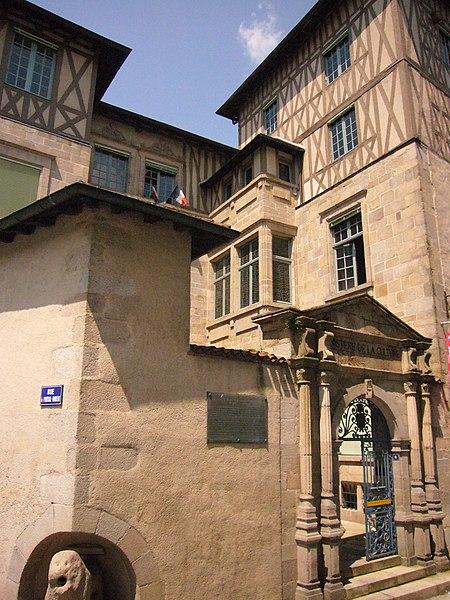 Photo du Monument Historique Ancien hôtel Maledent de Savignac de Feytiat, actuellement siège de la DRAC du Limousin (direction régionale des affaires culturelles) et de l'Office national des anciens combattants de la Haute-Vienne situé à Limoges