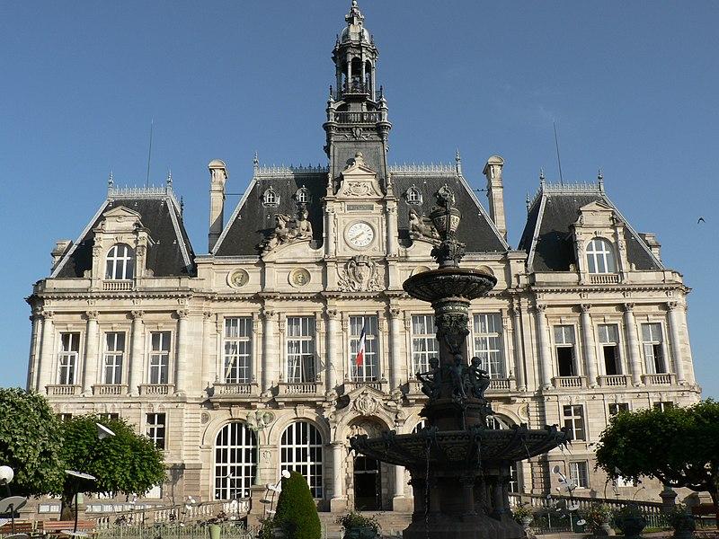 Photo du Monument Historique Hôtel de ville et Fontaine situé à Limoges