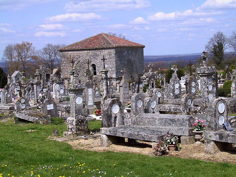 Photo du Monument Historique Chapelle des Morts Saint-Jean-L'Evangéliste situé à Montrol-Sénard