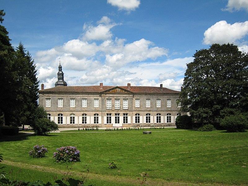 Photo du Monument Historique Ancien couvent des Augustins situé à Mortemart