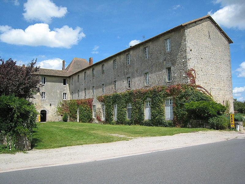 Photo du Monument Historique Ancien couvent des Carmes situé à Mortemart