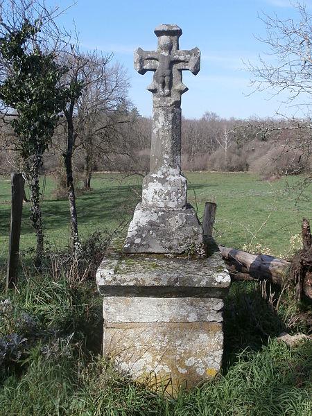 Photo du Monument Historique Croix du Petit-Vedeix situé à Saint-Cyr