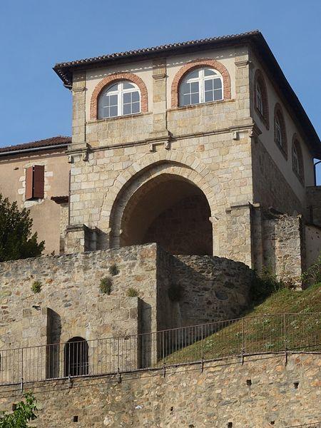 Photo du Monument Historique Ancienne abbaye de Saint-Amand situé à Saint-Junien