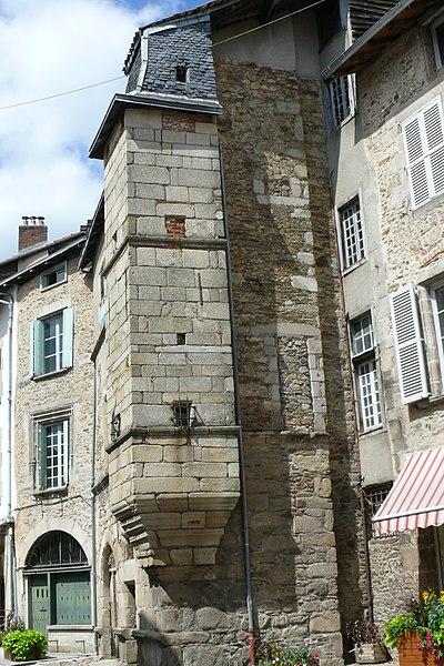 Photo du Monument Historique Maison, ancien logis du 16e siècle situé à Saint-Léonard-de-Noblat