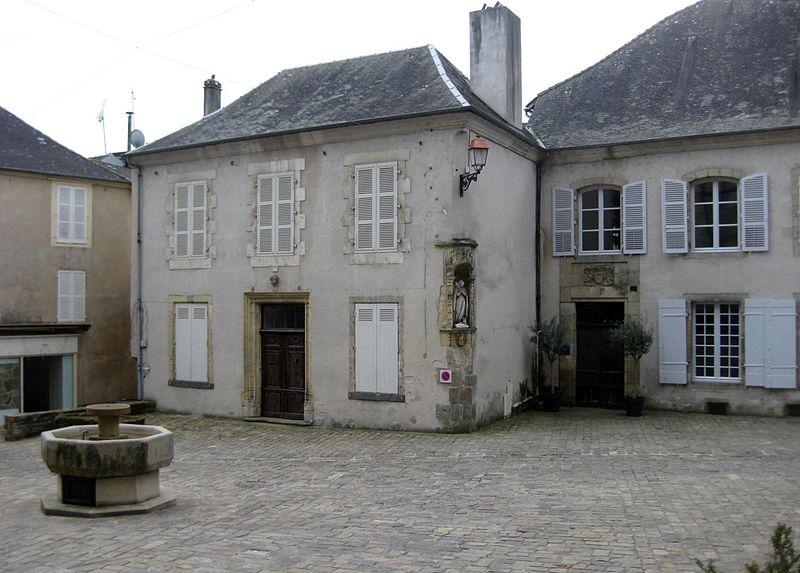 Photo du Monument Historique Hôtel de la Morélie situé à Saint-Yrieix-la-Perche