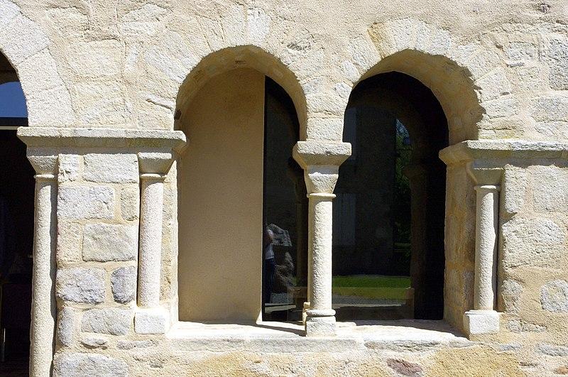 Photo du Monument Historique Ancien prieuré situé à Salles-Lavauguyon (Les)